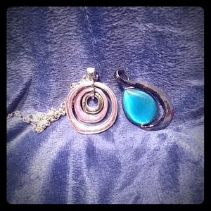 Chain with interchangeable medallions.💜💙